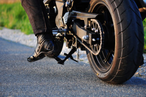 Ein Motorradunfall kann durch schwerwiegenden Verletzungen häufig tödlich enden.