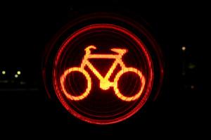 Ein tödlicher Fahrradunfall kann schwerwiegende Folgen haben. Bei einem Unfall mit einem Fahrradfahrer muss die Polizei gerufen werden.