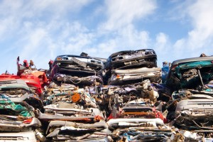 Bei einem Totalschaden kann der Nutzungsausfall durch den Kauf eines Neufahrzeugs beendet werden.
