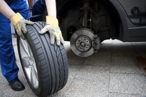 Ein Autoreifen-Pannenset bietet viele Vorteile für den Fahrer.