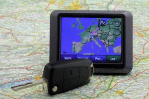 eCall im Auto zu besitzen kann schnelle Hilfe gewährleisten, durch GPS-Ortung.