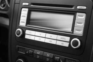 Dashcams sind teils als integrierte Geräte in Fahrzeugen und Navis erhältlich.