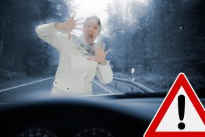 Bei einem Unfall mit einem Fußgänger muss Erste Hilfe geleistet werden.