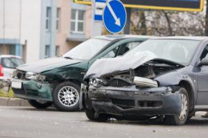 Über die Haftungsquoten bei einem Verkehrsunfall entscheidet die Versicherung.