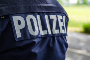 Nach einem Unfall kann die Schuldfrage mit der Hilfe der Polizei geklärt werden.