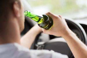 Ein Unfall mit Alkohol ist schnell passiert und daher sehr gefährlich.