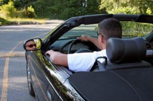 Ein Unfall ohne Führerschein wird härter geahndet, als ein regulärer eigenverschuldeter Unfall.