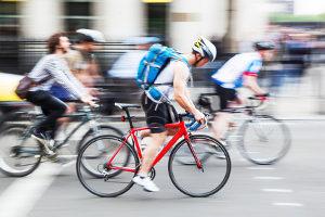 Im Getümmel kam es zum Fahrradunfall: Ein Bericht zu schreiben ist sinnvoll.