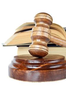 Bei hohen Summen endet die Forderung nach Schadensersatz oft vor Gericht.