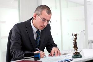 Sie müssen Ihre Forderung nach Schadensersatz per Definition mit Beweisen versehen. Ein Anwalt kann Ihnen helfen.
