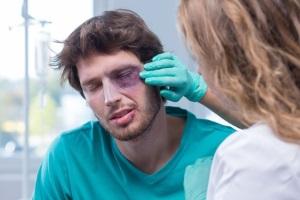 Wenn Sie fahrlässige Körperverletzung begangen haben, wird die Versicherung in der Regel die Kosten übernehmen