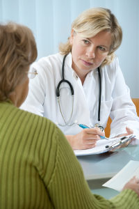 Möchten Sie für eine HWS bzw. ein Schleudertrauma Schmerzensgeld erhalten, sind Atteste meist ein Muss