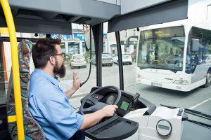 Unfall mit Bus: Beachten Sie die allgemeinen Regeln für das Verhalten am Unfallort